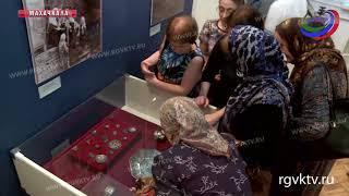 В Махачкале открылась выставка работ Манабы Магомедовой