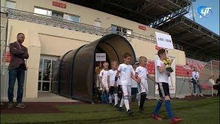На стадионе «Электрон» стартовал мини-чемпионат мира по футболу среди воспитанников школьных лагерей