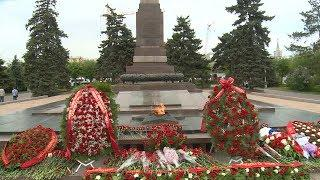 Волгоградские парламентарии возложили цветы к Вечному огню