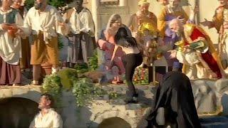 Голой грудью на младенца Иисуса