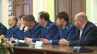 В городской администрации прокуроры и чиновники обсудили законность в сфере ЖКХ.