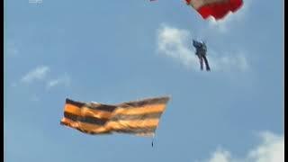 Челябинцев запустили в небо. На авиашоу в Калачаво десятки гостей впервые прыгнули с парашютом
