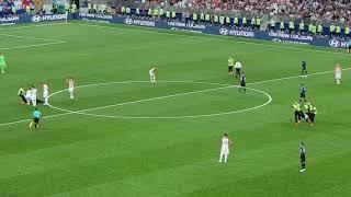Pussy Riot выбежали на поле. Инцидент во время матча Франция - Хорватия