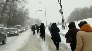 Ставропольцы толкали маршрутку, чтобы доехать до работы