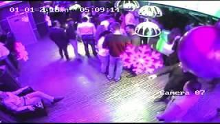 Астраханка, уходя из ресторана, похитила чужую шубу. Видео