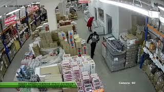 Шадринский грабитель покусился на восьмикилограммовый окорок, но в момент бегства обронил его