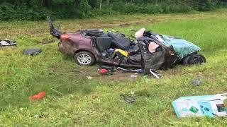 Серьезная авария на трассе М-8: легковушка попала под грузовик