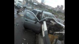 18+. Момент ДТП с ограждением на Профсоюзном мосту в Тюмени. ВАЗ 2110 и ограждение. Водитель погиб.