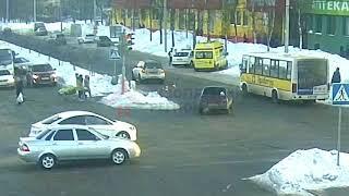 Женщина сбила трёх девочек-подростков. ДТП Машиностроителей/С.Орджоникидзе. 23.02.18.