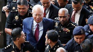 Экс-премьеру Малайзии грозят 45 лет тюрьмы