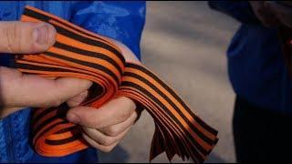 Волонтёры раздают жителям Ханты-Мансийска георгиевские ленточки