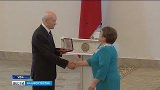 Рустэм Хамитов вручил госнаграды лучшим работникам Башкортостана