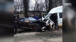 В Ставрополе иномарка врезалась в микроавтобус с пассажирами
