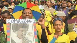 В ЮАР похоронили Винни Манделу