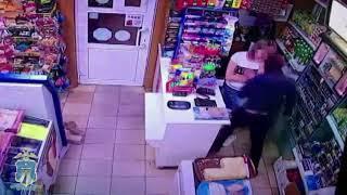 В Минводах грабитель с ножом требовал деньги из кассы