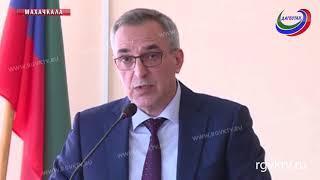 Врио главы республики представил коллективу Минздрава Дагестана нового руководителя