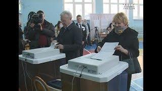 Первые лица и звезды шоу-бизнеса проголосовали в Красноярске