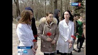 #Кемерово, мы с тобой: к памятнику «Мать и дитя» ростовчане несут цветы и игрушки
