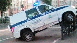 В сети появилось видео ДТП с участием полицейской машины в Ханты-Мансийске
