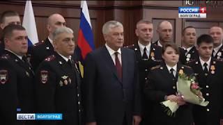 Двое волгоградских полицейских награждены за мужество при спасении человека