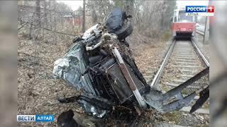 В Бийске в условиях гололёда перевернулись два автомобиля