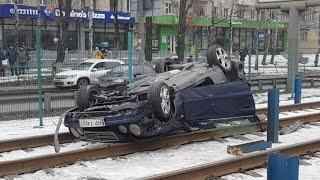 ДТП с пострадавшими и крышей в Киеве на Борщаговской