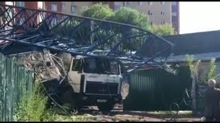 В Ярославле строительный кран упал на бетономешалку: есть пострадавшие
