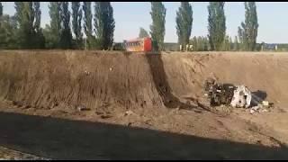 Бензовоз перевернулся в Ставрополе  23 тонны солярки разлились по трассе