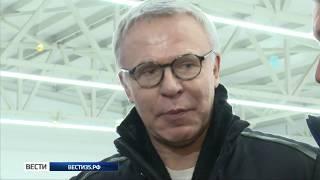 В Вытегре команда областного правительства сыграла со звездами хоккея