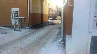 Асфальт укладывается в снег