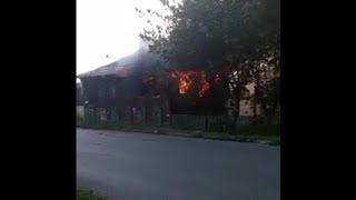 В центре Уфы горит двухэтажное здание