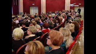 Дмитрий Азаров наградил 8 выдающихся женщин региона за значительный вклад в развитие области