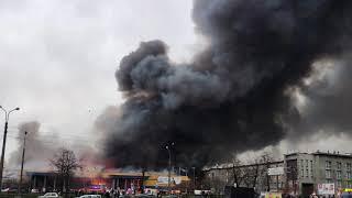 В Петербурге вспыхнул КРУПНЫЙ ПОЖАР в гипермаркете Лента
