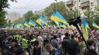 Мак вместо георгиевских лент. День Победы в Киеве