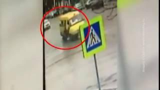 В Шахтах под колесами маршрутки погиб 70-летний мужчина