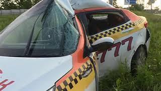 Водитель такси серьезно пострадал в ДТП на Маковского