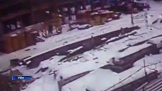 Появилось видео момента падения башенного крана на человека в Уфе