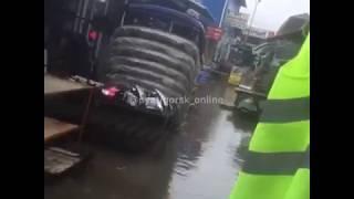 В Пятигорске из за дождя затопило рынок автозапчастей