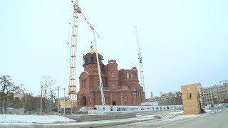 В Волгограде установили купол и крест на звонницу храма Александра Невского