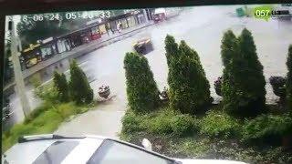 ДТП на Салтовке: после удара об столб водителя выкинуло из машины