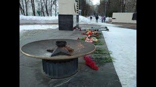 Уфимцы несут цветы в десткий парк в память о погибших в кемеровской  трагедии