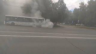 В Уфе на проспекте Октября загорелся пассажирский НефАЗ