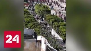 Девять человек пострадали во время теракта в Тунисе - Россия 24