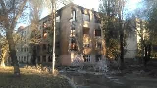 В Саратове горит расселенный дом