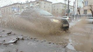 """""""Доска позора"""": Грязевой душ принимают пешеходы на оживленном перекрестке в Волгограда"""