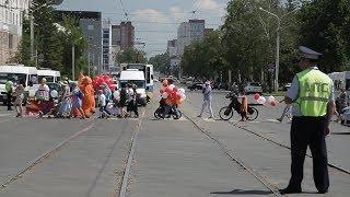 UTV. Уфимские семьи удивили на Параде колясок транспортными средствами и костюмами