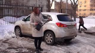 На улице Огородная ледяная глыба повредила автомобиль