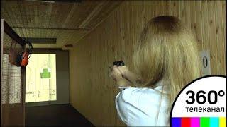 Стрельба, цветы и шуруповерт: Как поздравляли женщин-полицейских в Звенигороде