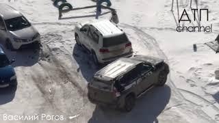Мужчина устроил погром на парковке