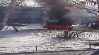 На пр. Свободный горит автомобиль